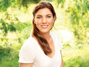 Tracy Gustavson  Hope-solo-married_crop_exact