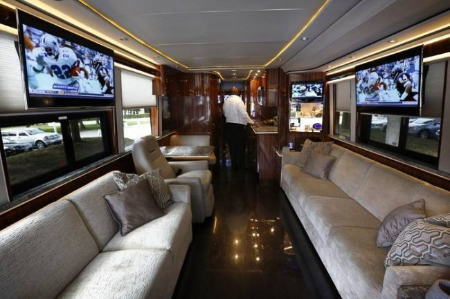 check out the dallas cowboys 39 new team bus bleacher report. Black Bedroom Furniture Sets. Home Design Ideas