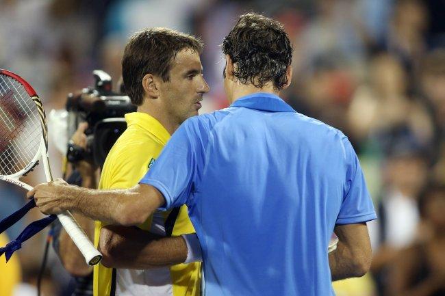 Robredo saluda Federer - US Open '13