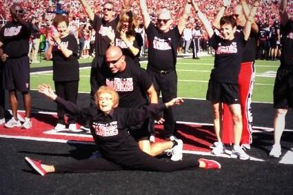 93-Year-Old Former Texas Tech Cheerleader Does the Splits at Homecoming Game