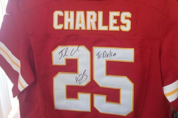 Chiefs' Jamaal Charles Signs Jersey for Fantasy Football Champion