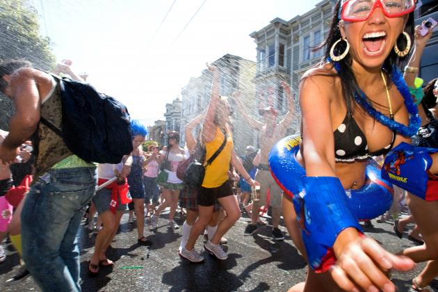 Bay to Breakers 2014: Most Bizarre Costumes and Photos from Historic Race