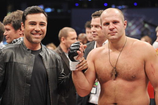 Fedor poses with Oscar de la Hoya after knocking out Andrei Arlovski in January 2009.