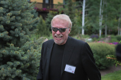 Joe Paterno Receives Strong Support from Nike's Phil Knight