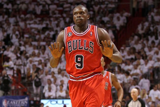 Luol Deng: Chicago Bulls Star Shouldn't Play Through His Torn Wrist Ligament