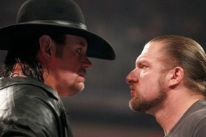 WWE: The Undertaker, Triple H and the Tap on the Back That Said It All