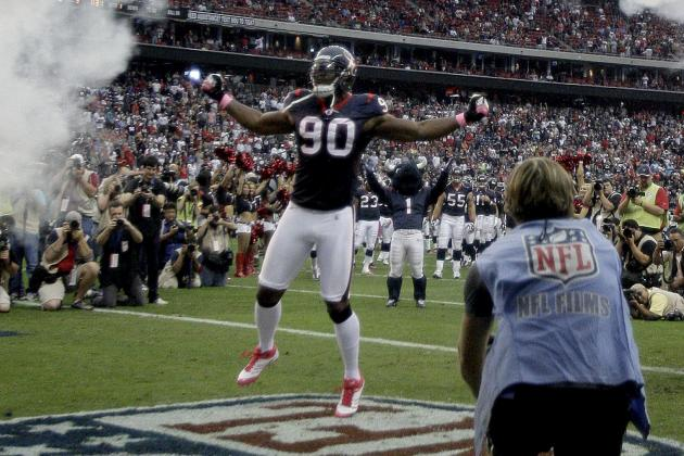 Houston Texans Football: Defensive End Mario Williams a True Team Player