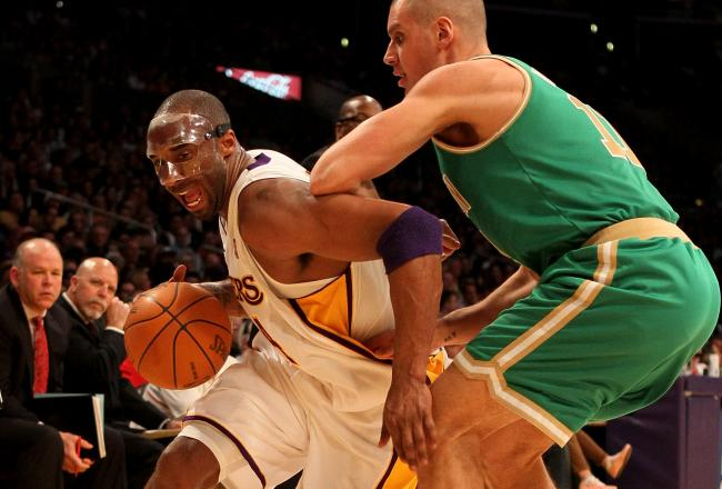 Kobe leads the Lakers with 16 points.