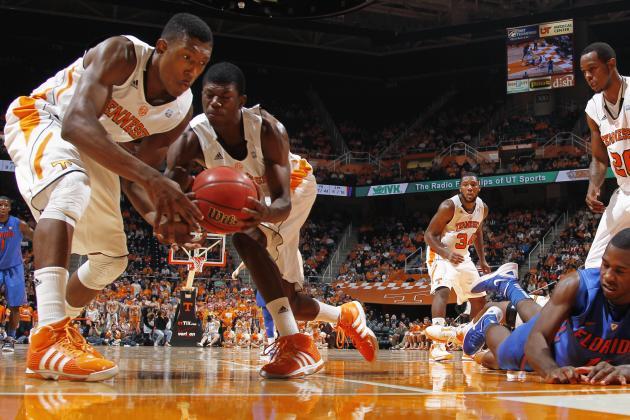 Tennessee Basketball: Cuonzo Martin Releases Freshman for 3-Star Recruit