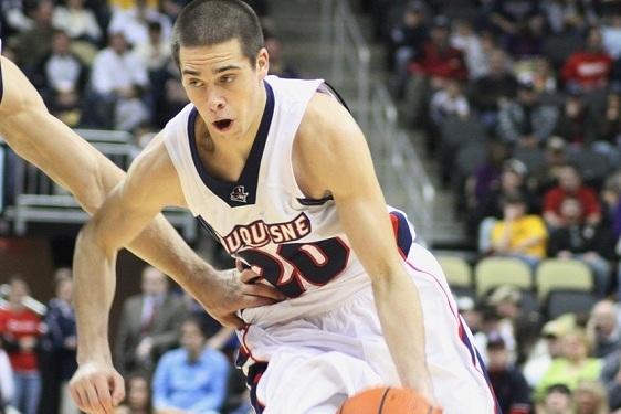 Arizona Basketball: Former Duquesne PG T.J. McConnell Transfers to Arizona