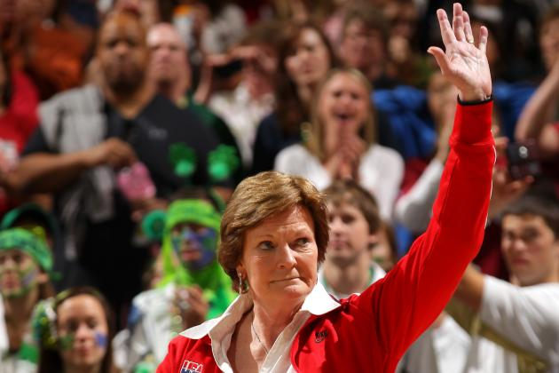 Pat Summitt Steps Aside as Tennessee's Women's Basketball Coach