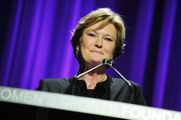 Pat Summitt Retires: Tennessee Basketball Smart to Keep Legendary Coach Close