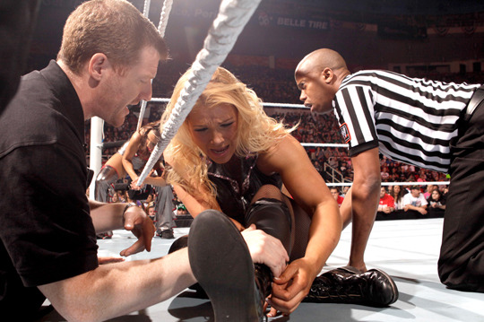 WWE Breaking News: Beth Phoenix Injured, Loses Diva's Championship
