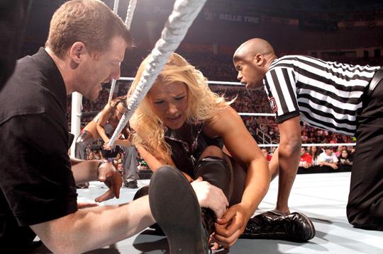WWE Breaking News: Beth Phoenix Injured, Loses Diva's Championship