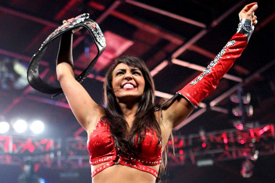 WWE Extreme Rules 2012 Results: Layla Defeats Nikki Bella to Win Divas Title