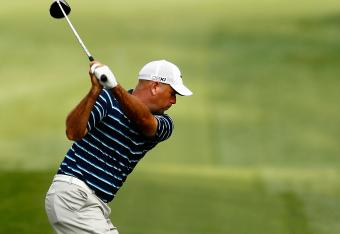 Stewart Cink has made 3 birdies in a row and leads the Wells Fargo