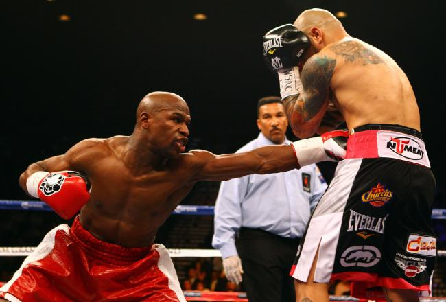 Mayweather attacks Cotto's middle.