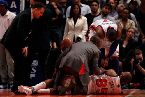 Baron Davis Injures Right Knee in Third Quarter of Game 4