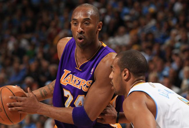 Kobe Bryant leads the Lakers with 12 points on 5 of 13 from the floor.