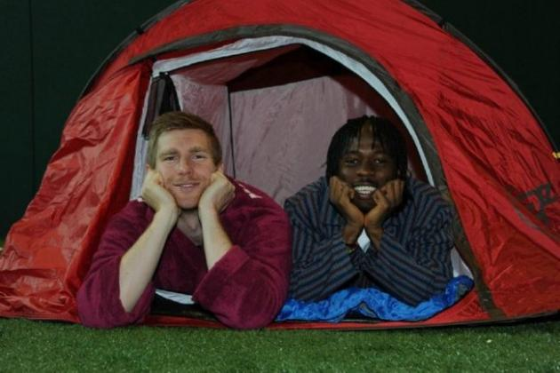 World Football Strange but True: Arsenal's Mertesacker, Gervinho in Pajama Night