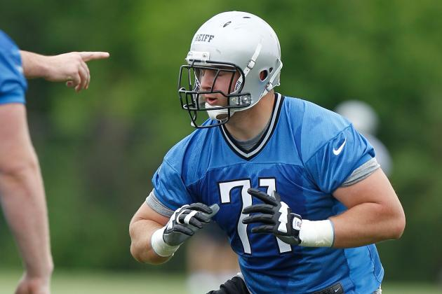 Detroit Lions: Riley Reiff Practicing at Left Tackle with the Second Team
