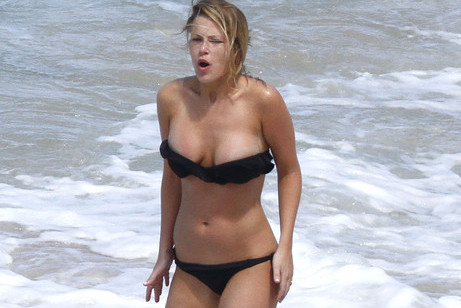 Chicago Bulls' Joakim Noah Gets Overprotective of Bikini-Clad Mystery Girlfriend