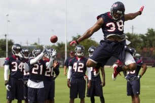 Defense, Young QBs Look Sharp in Texans' Longest Workout Yet