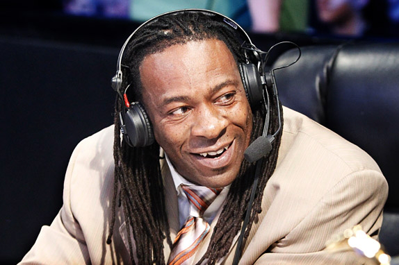 WWE SmackDown: Why Booker T Is the Best Announcer in WWE