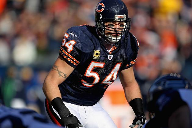 Chicago Bears: Brian Urlacher, Israel Idonije Highlight 2013 Free Agency Dilemma