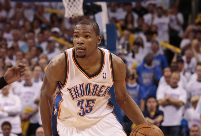 Kevin Durant leads all players with 10 points.