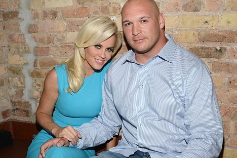 Jenny McCarthy: Brian Urlacher's Girlfriend Sends Nude Pic to Son's Dentist