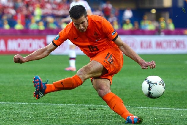 Arsenal: Euro 2012 and Contract Delays Could Lead to RVP Bargain