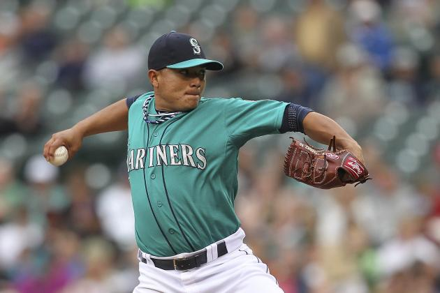 Erasmo Ramirez Leaves Game with Knee Injury
