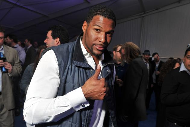 Michael Strahan Reportedly a Finalist to Succeed Regis Philbin on 'Live'