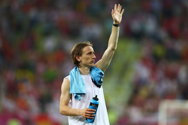 Luka Modric: Real Madrid Can't Let Chelsea Win Sweepstakes for Star Midfielder