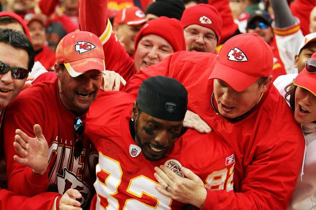 Kansas City Chiefs: Dwayne Bowe Unsigned to a Long-Term Contract Not a Big Deal