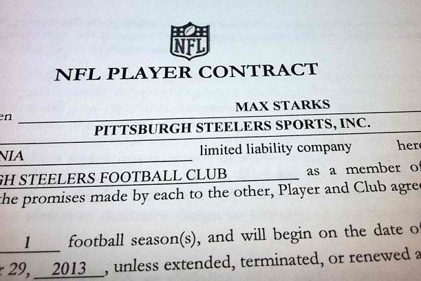 Pittsburgh Steelers Re-Sign OT Max Starks, Sparking an Interesting Camp Battle