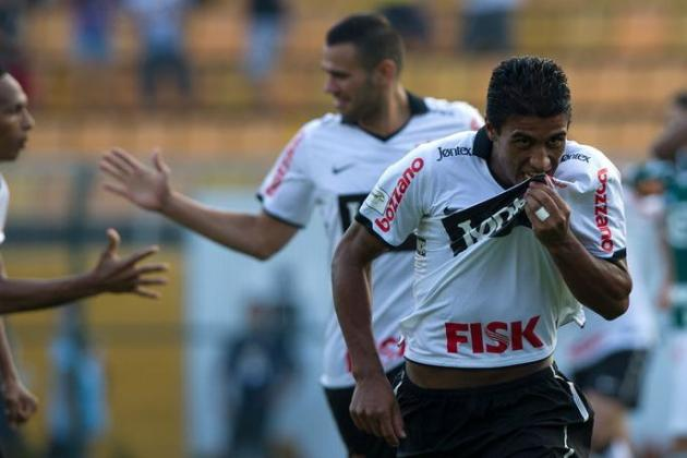 Arsenal Transfer News: Brazil Playmaker Paulinho Would Be Huge Coup for Gunners
