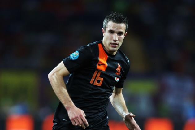 Football Rumors: Robin Van Persie Heading to Manchester United?