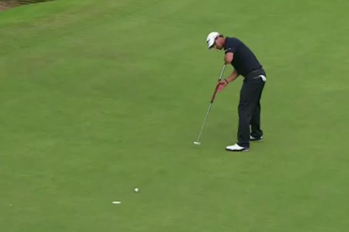 Adam Scott misses his putt on No. 18 to lose the British Open