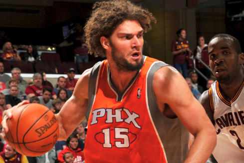 Robin Lopez Traded to Hornets in 3-Team Deal