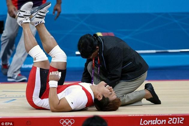 South Korea's Weightlifting Olympian Jaehyouk Sa Suffers Horrible Injury
