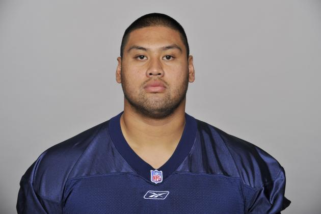 Tennessee Titans Center Eugene Amano Suffers Tricep Injury in Training Camp