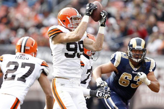 Cleveland Browns: Could Scott Fujita Lose Starting Job When Suspension Ends?