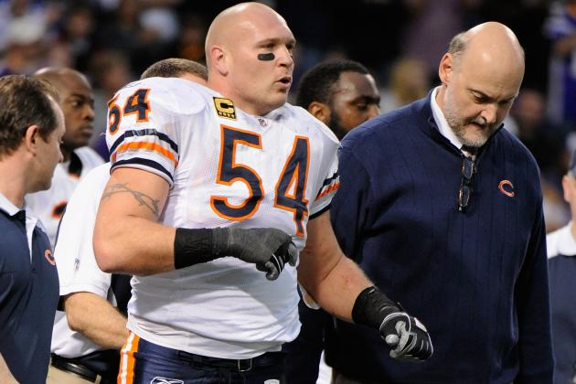 Brian Urlacher's Sore Left Knee Now 'a Concern' to Bears