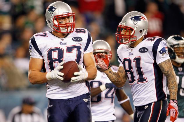 Aaron Hernandez, Rob Gronkowski, Jimmy Graham Are TE Clinic at Patriots Practice