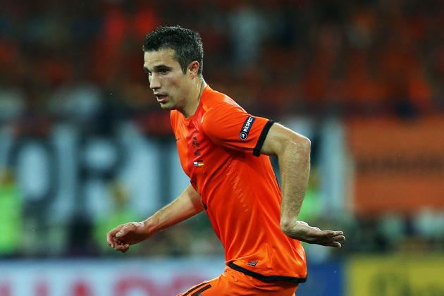 Manchester United Still Interested in Robin Van Persie, Lose out on Lucas Moura