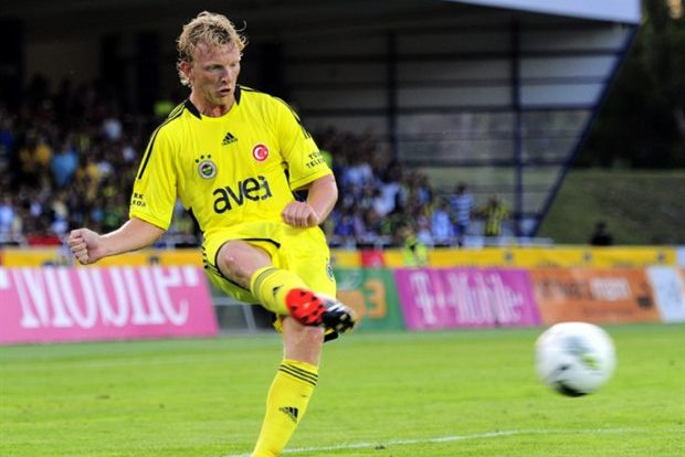 Dirk Kuyt Powers Fenerbache into the Champions League Playoff Round