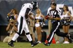 Vick Injures Thumb in Preseason Opener