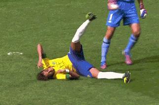 Neymar Elbowface